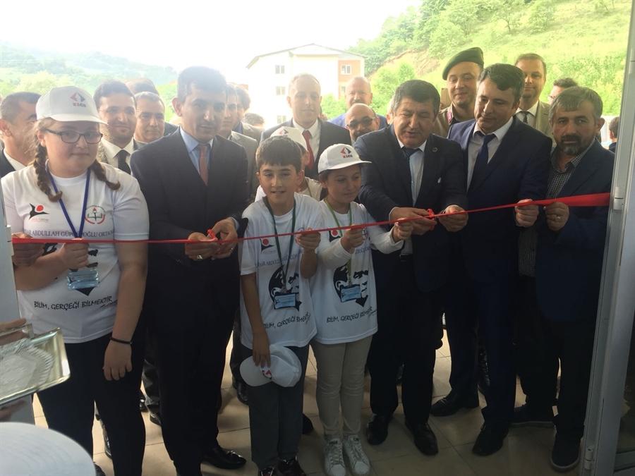 """Resim Çaycuma'da """"4006 TUBİTAK Bilim Fuarlarının"""" Açılışı Gerçekleştirildi"""