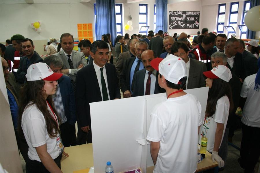 Resim Cumhuriyet ve Nebioğlu Ortaokulunda Bilim Fuarları'nın Açılışı Gerçekleştirildi