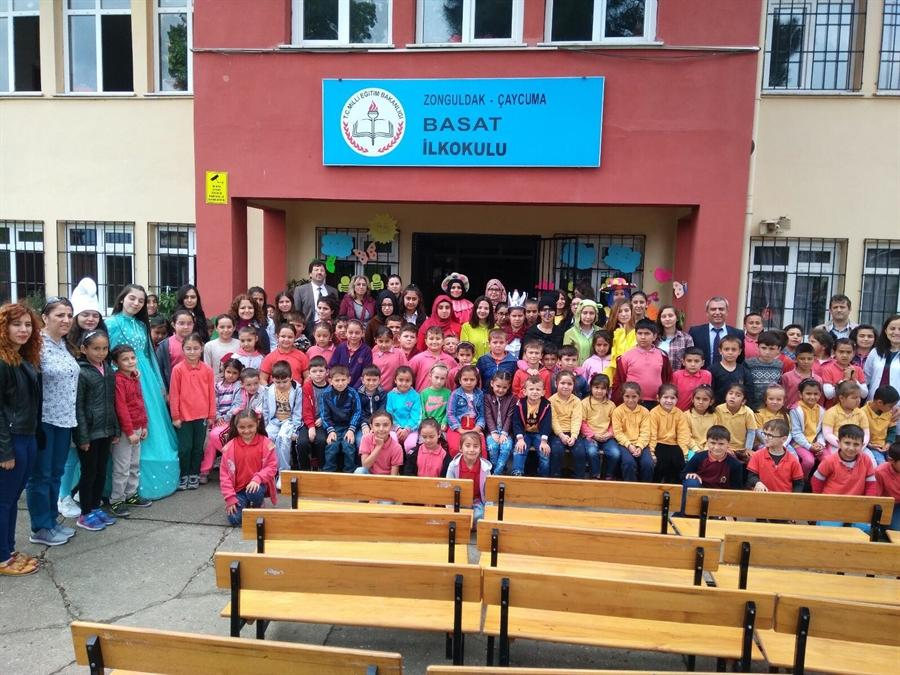 """Resim """"Sevginin Açamayacağı Kapı Yoktur"""" Adlı Tiyatro Ve Müzikal Oyunu Köy Okullarında Sergilendi"""