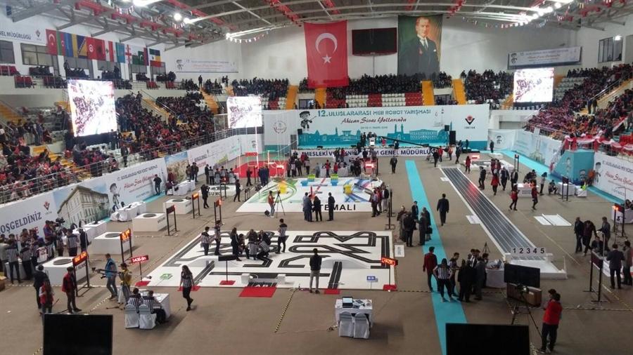 Resim Sivas'ta Yapılan Uluslararası Robot Yarışmasında Çaycuma'yı Temsil Ettiler