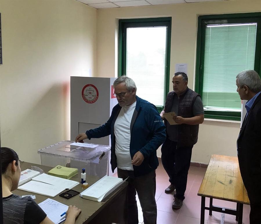 Resim Zonguldak Havalimanı'nda Oy Verme İşlemleri Başladı