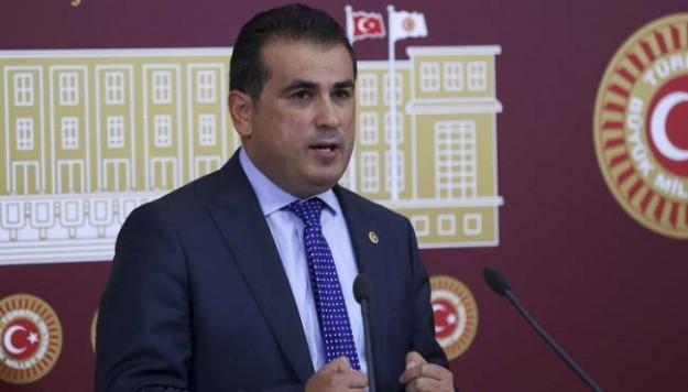 Resim CHP'li Vekil 'Reis' İçin Oy İstedi, Sosyal Medya Yıkıldı