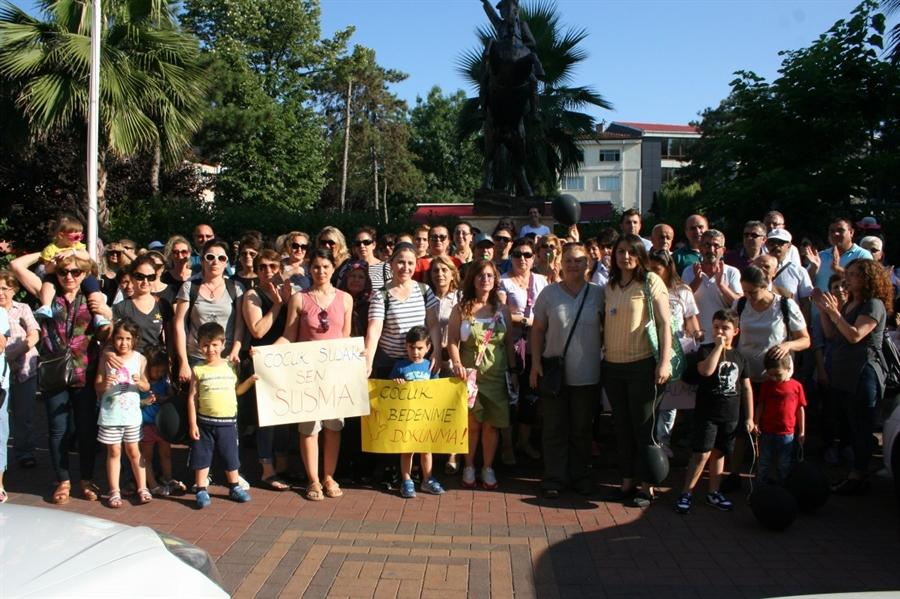 Resim Çaycuma Kadın Platformu Çocuk Cinayetlerini Protesto Etti