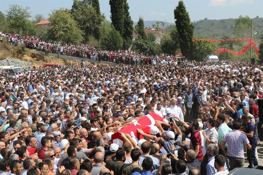 Resim Şehit Uzman Onbaşını Son Yolculuğuna On Binler Uğurladı