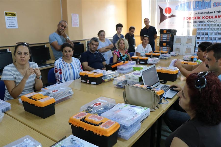 Resim Türk Gençliği 'Robotik Kodlama' ile Makinelere Hükmedecek