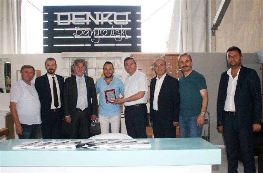 Resim Batı Karadeniz Yapı Dekorasyon ve Mobilya Fuarına Katılan Firmalara Teşekkür Plaketi Verildi