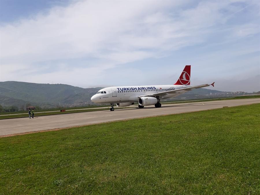 Resim THY'nin Yolcu Uçağı Zonguldak Havalimanı'na Test Uçuşu Yaptı