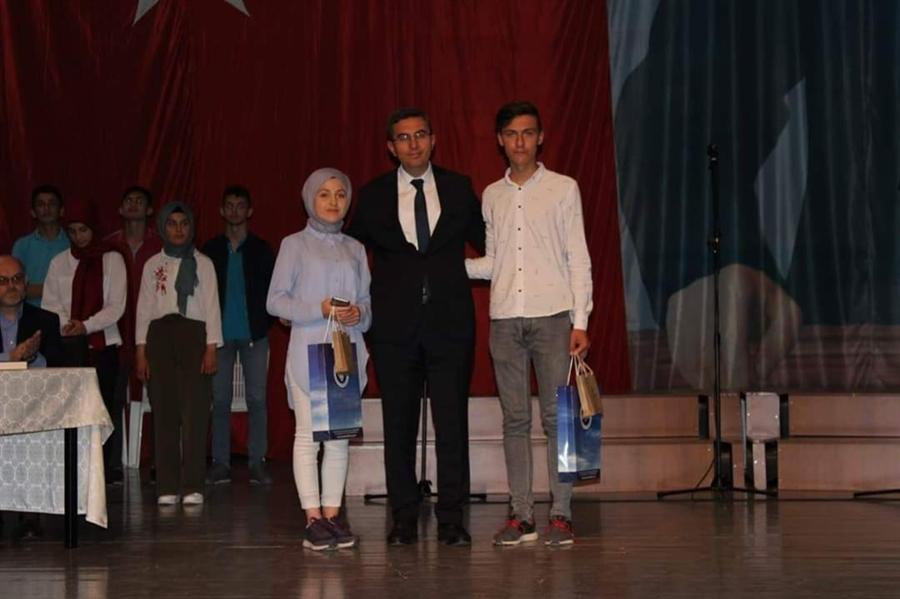 Resim Kur'an-ı Kerim'i Güzel Okuma Yarışmasında Kazananlar Ödüllerini Aldı