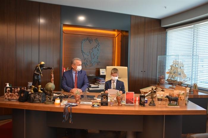 Resim Belediye Başkanlığı Koltuğuna Ensar Mete Topçu Oturdu