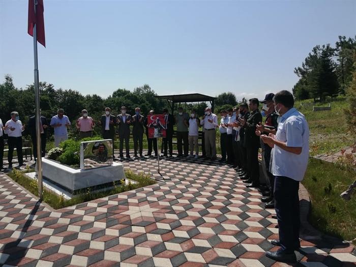 Resim Protokol Şehit Mezarlarını Ziyaret Etti